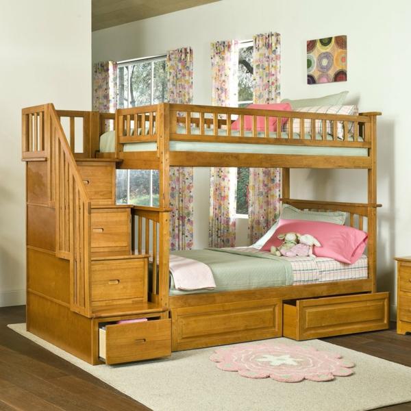 lit-d'enfant-avec-tiroirs-bois-clair-et-des-rideaux-sympas