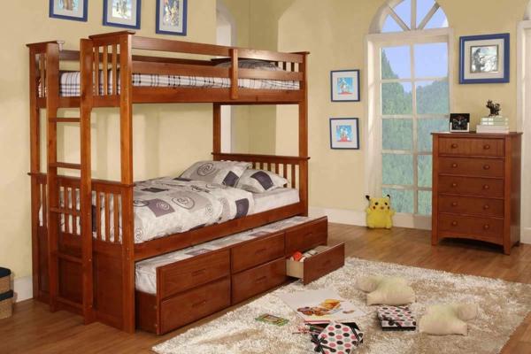 lit-d'enfant-avec-tiroirs-meubles-en-bois-et-une-porte-fenêtre
