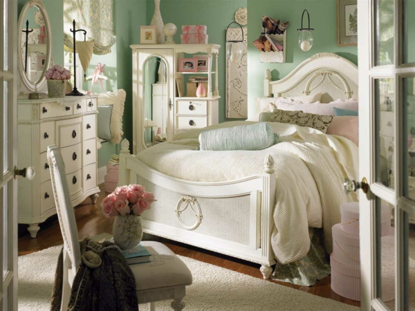 les meubles vintages comme un accent romantique. Black Bedroom Furniture Sets. Home Design Ideas