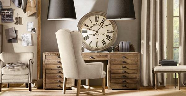 meuble-vintage-avec-une-grande-horloge