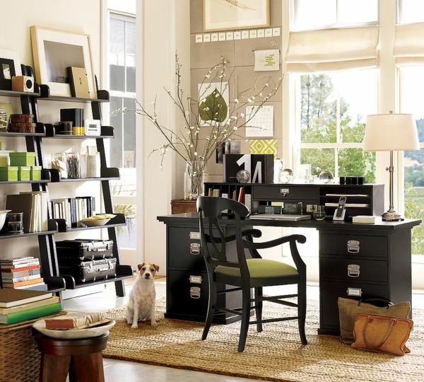 office-à-la-maison-du-bois-et-chaise-vert-étagères-ouvertes