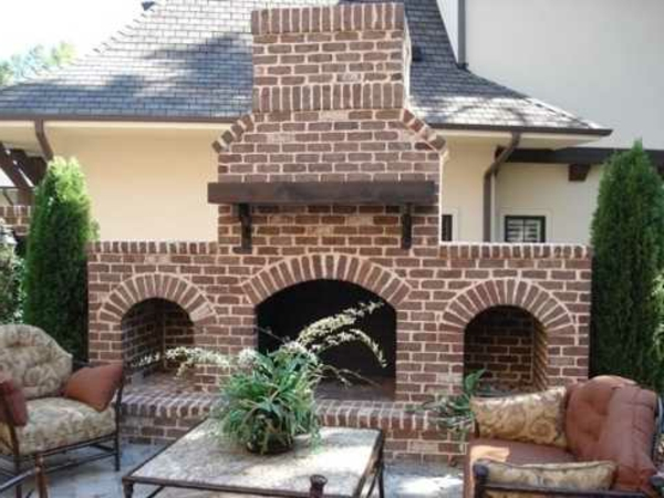 outdoor-brick-fireplaces7-resized