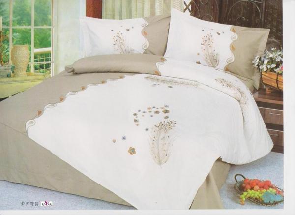 pl463147-full_size_complete_custom_white_floral_designer_embroidered_bed_linen-resized