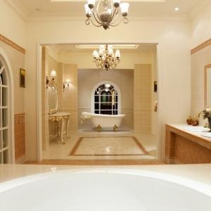 Plafonnier de salle de bains - 23 idées créatives!