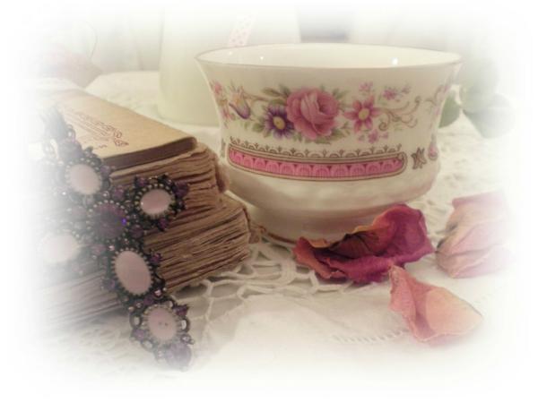 tasse-magique-rose-et-des-livre-arangement