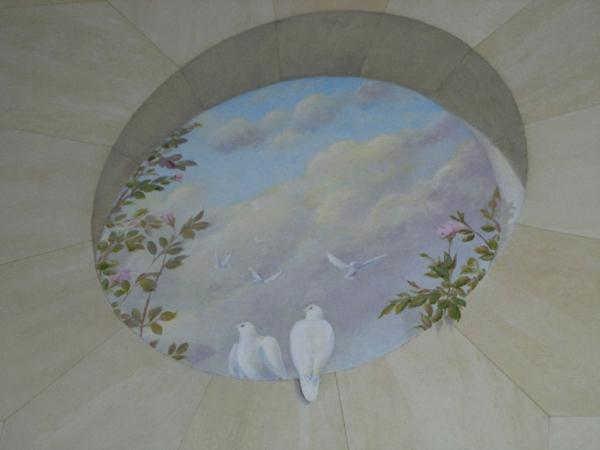 trompe-l'oeil-fenêtre-deux pigeons-sur-une-fenêtre-ronde