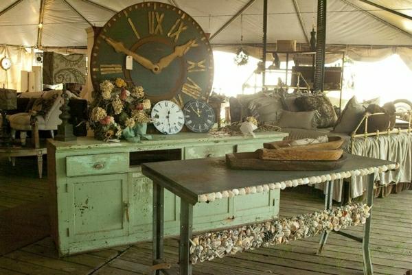 meuble-vintage-un-commode-vert-et-une-table