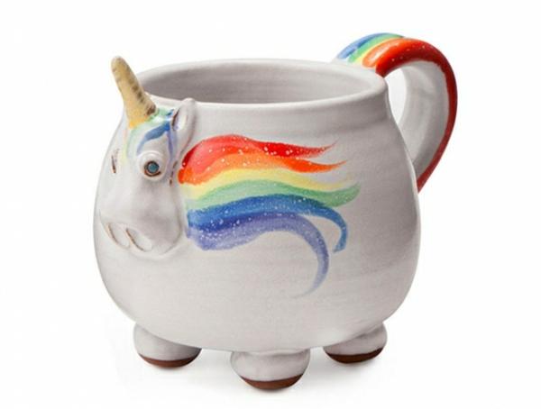 le-tasses-à-café-design-unicorne-sur-une-tasse-blanche