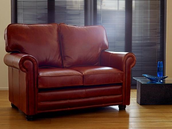 canapé-de-cuir-vintage-couleur-bordeau
