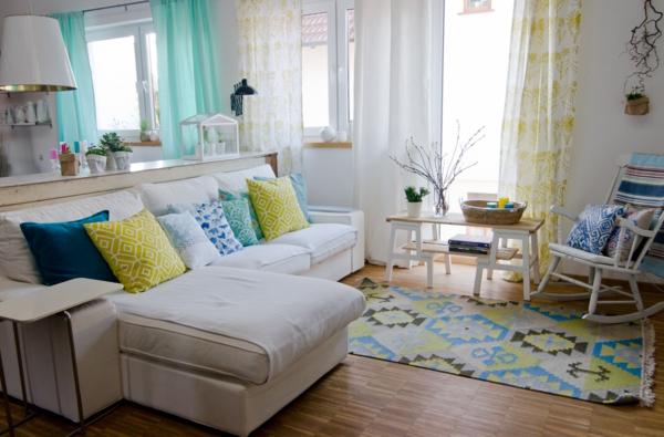 meuble-design-scandinave-une-salle-en-blanc-jaune-et-bleu
