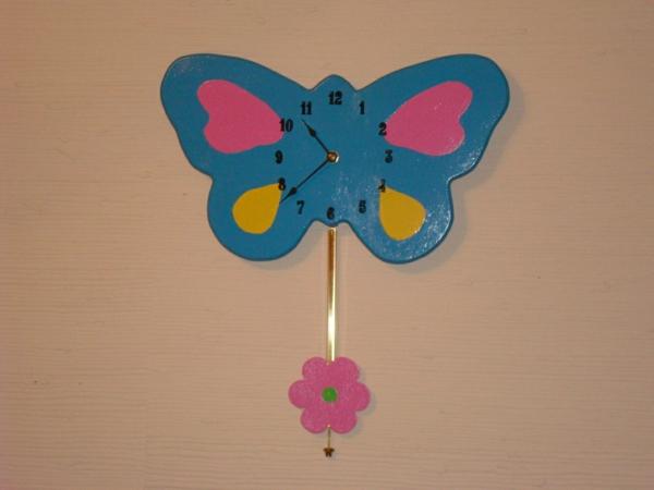 pendule-d' enfant-papillon-en-bleu-rose-et-jaune