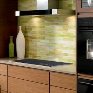 Un four encastrable noir pour votre cuisine jolie et moderne