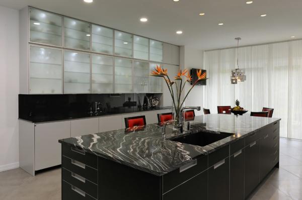 Le-marbre-et-le-design-contemporain-un-îlot-de-cuisine-en-marbre