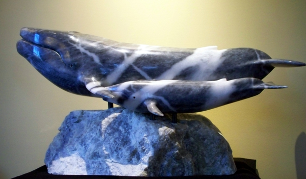 Le-marbre-et-le-design-contemporain-une-statue-de-marbre-bleu