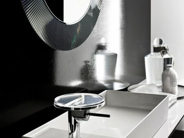 Salle-de-bain-design-avec-miroir-rond-decline-ici-en-noir