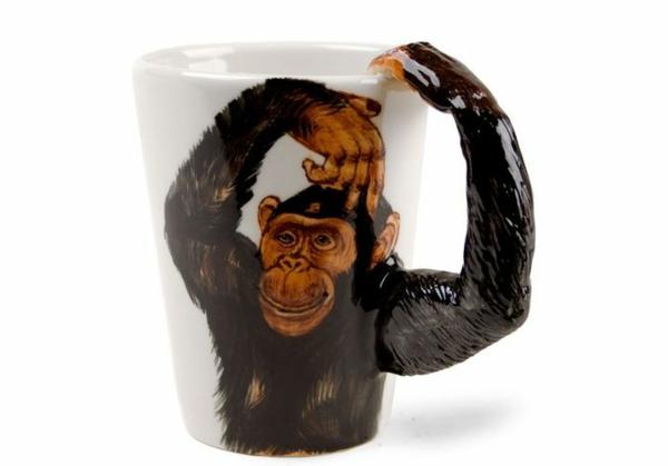 le-tasses-à-café-design-un-gorille-qui-pend-de-votre-tasse