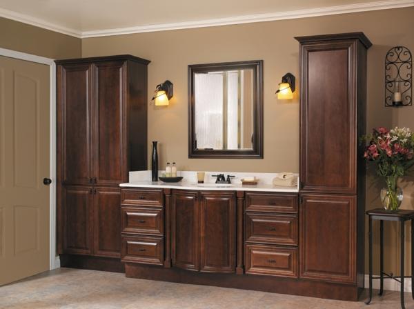 Une armoire de salle de bain avec miroir pour le style de - Miroir salle de bain en bois ...