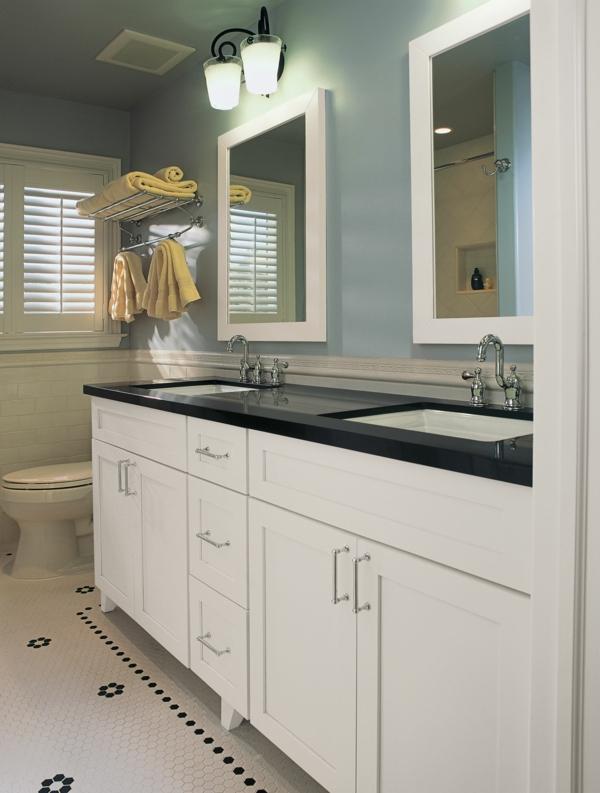 armoire-de-salle-de-bain-avec-miroir-et-une-fenêtre-avec-grille-de-bois