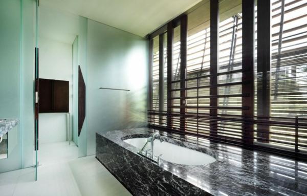 baignoire-encastrable-et-marbre-noir