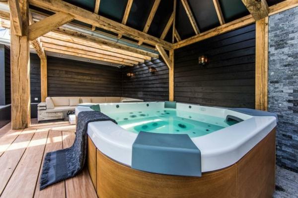 baignoire-encastrable-en-plate-forme-de-bois