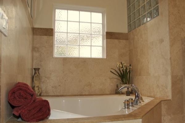 baignoire-encastrable-dans-une-petite-salle-de-bains