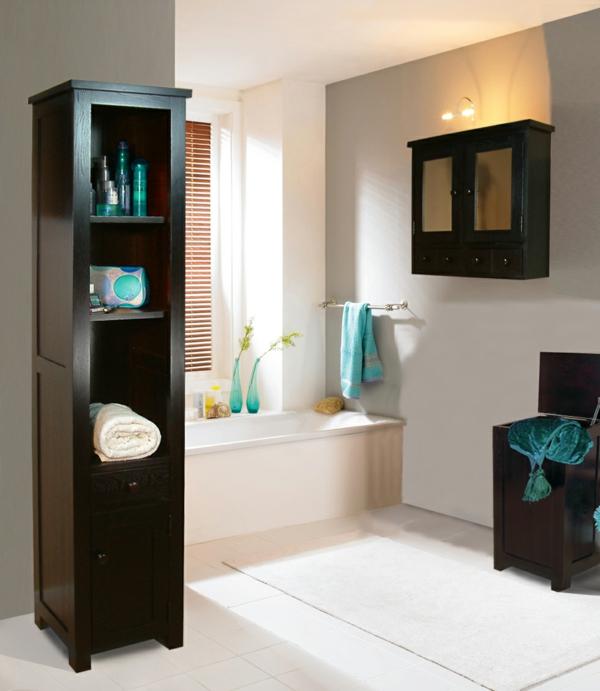 baignoire-encastrable-et-mobilier-de-bois-foncé