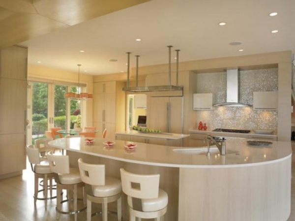 Un bar plan de travail des id es pour l 39 utilisation efficace de l 39 espace dans la cuisine - Cuisine americaine ronde ...