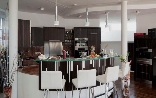 bar-plan-de-travail-moderne- maison-en-noir-et-blanc