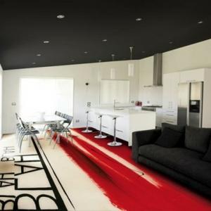 La peinture pour le sol intérieur transforme votre plancher en espace d'art