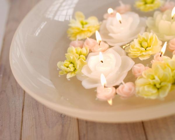 bougie-fleur-couleurs-douce-dans-l'eau