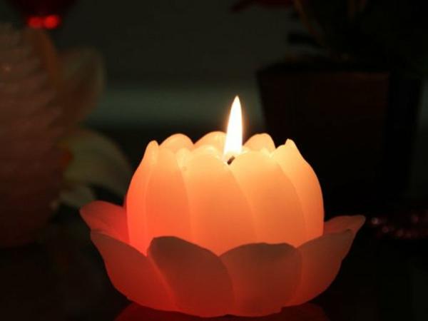 une bougie fleur source d inspiration et touche d 233 l 233 gance pour votre d 233 coration archzine fr