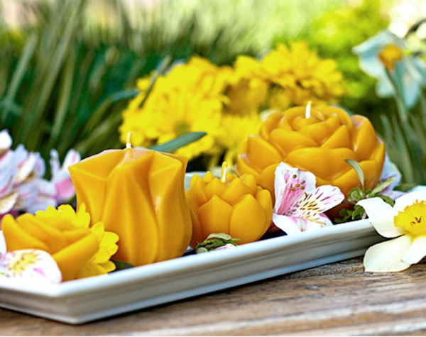 bougie-fleur-plateau-fleurs-jaunes