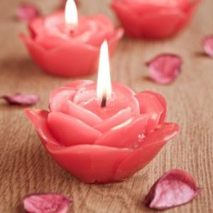 Une bougie fleur - source d'inspiration et touche d'élégance pour votre décoration