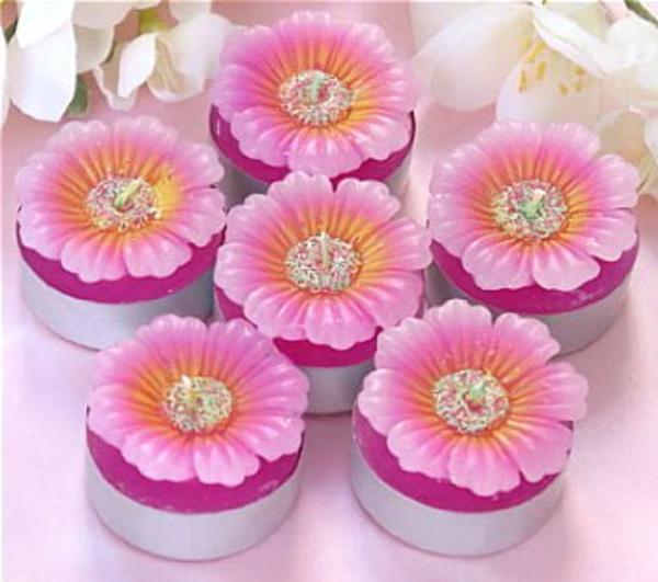 bougies fleurs en rose et violet et en chauffe-plats