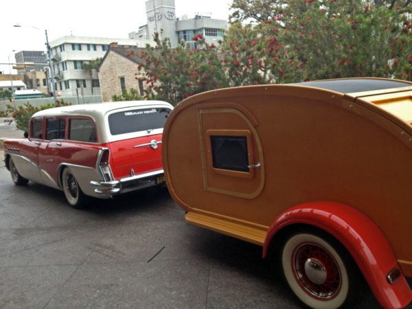 camping-car-insolite-bizarre-ville-rouge