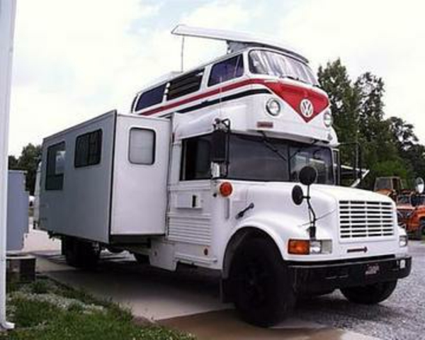 camping-car-insolite-deux-niveaux