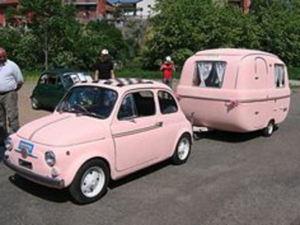 camping-car-insolite-rose