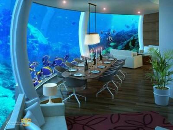 chambre-de-luxe-sous-marine-table-a-manger