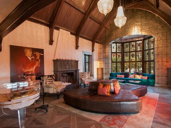chambre-de-style-anglais-avec-un-sofa-bas