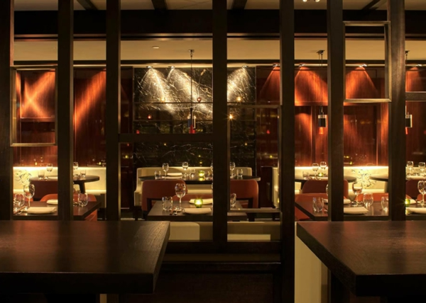 cloisons-en-bois-modernes-pour-un-restaurant-splendide