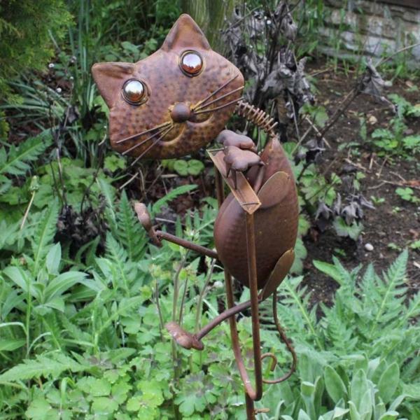 comment-decorer-son-jardin-chat-en-metal