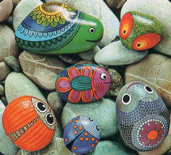 comment-decorer-son-jardin-des-pierres-peintes