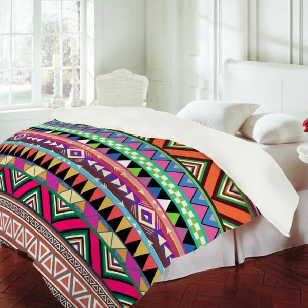 couette-imprimée-avec-des-motifs-aztèques