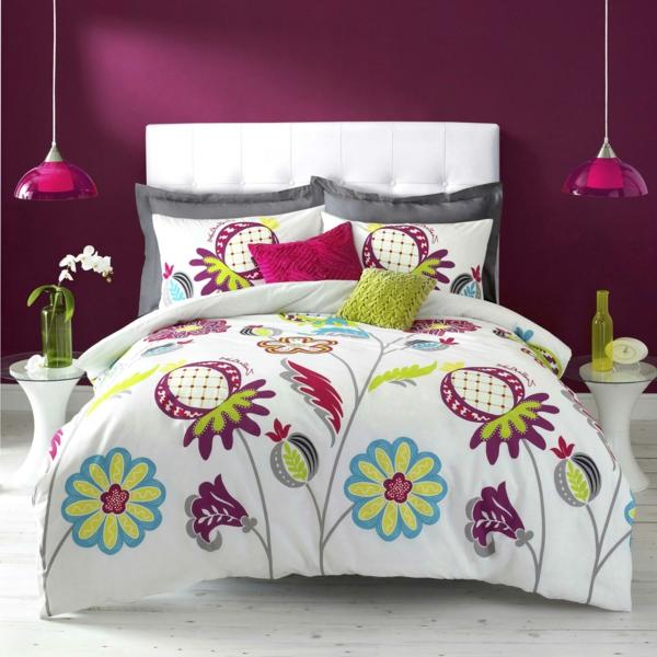 couette-imprimée-avec-des-motifs-floraux