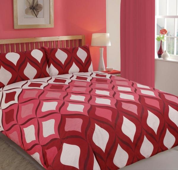 couette-imprimée-en-blanc-et-rouge