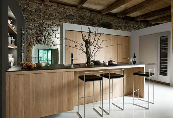 cuisines-rustiques-bois-chaises-hautes