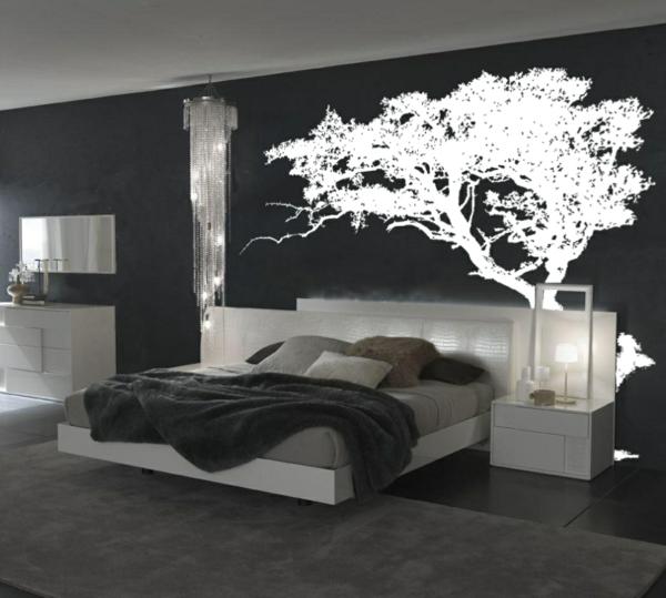 décoration-murale-originale-dans-une-chambre-noire