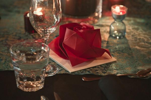 deco-serviette-papier-rose-elegante
