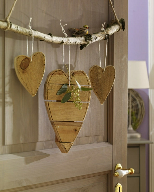 decoration-en-bois-pour-porte