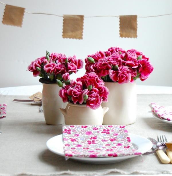 decoration-florale-pour-mariage-idee-avec-serviettes